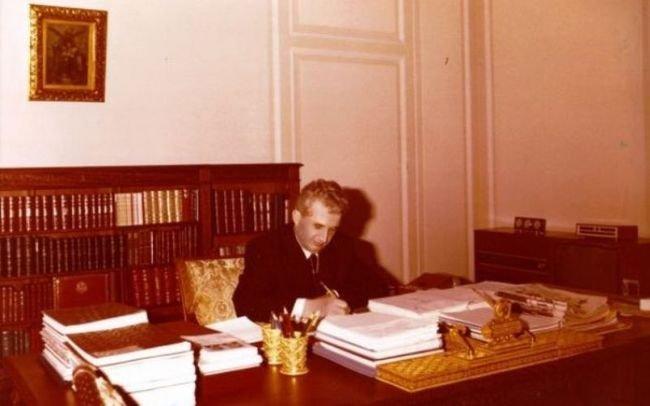 Ce tic nervos avea Ceaușescu. Detaliul bizar observat la degetele dictatorului. Dezvăluiri incredibile făcute de cel care i-a fost consilier