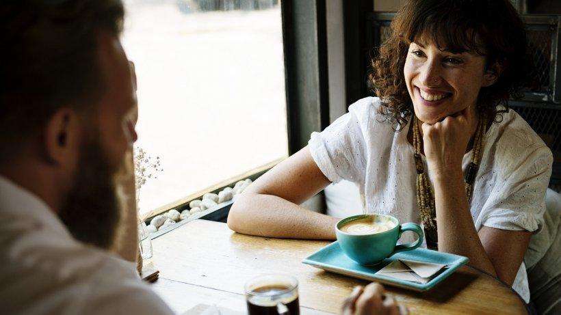 Gestul banal care îți poate distruge imaginea la prima întâlnire