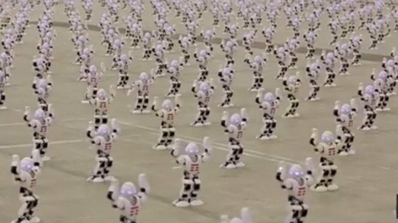 24 IT. Peste 1300 de roboți, dans de Cartea Recordurilor