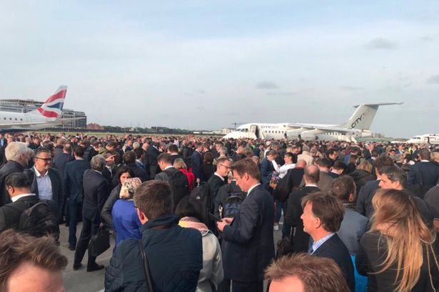 Aeroport evacuat din cauza unei alarme