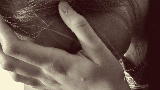 O elevă din județul Dâmbovița acuză paznicul liceului că a agresat-o sexual