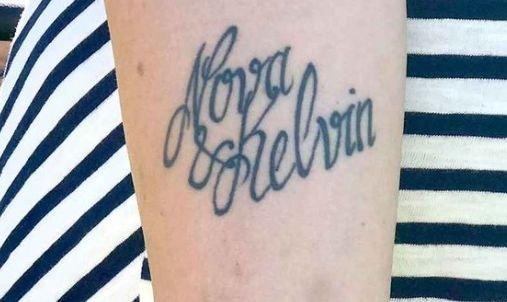 Și-a tatuat numele copiilor săi pe mână. Incredibil cum a reacționat o mamă când a văzut că unul dintre ele a fost scris greșit