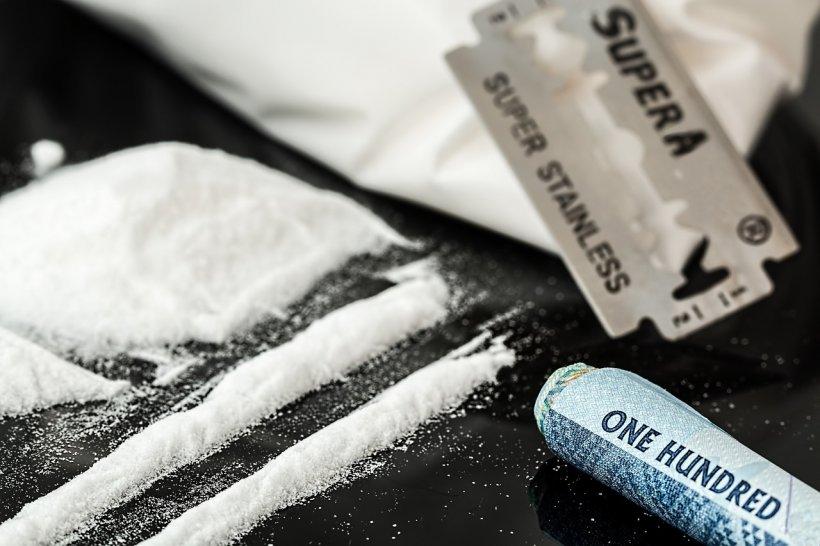 Autoritățiie au găsit droguri în valoare de peste 700.000 de dolari în stomacul unei femei