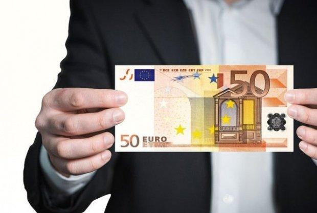 CURS VALUTAR. Euro este la cel mai mic nivel din ultimele cinci luni