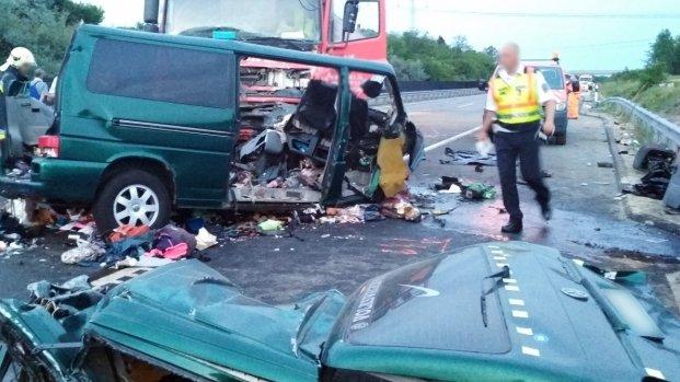 Accident cumplit cu un microbuz din Mureș pe o șosea din Ungaria: nouă români au murit