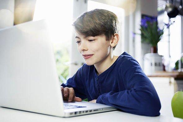 (P) De ce să cumperi un laptop second hand pentru copilul tău