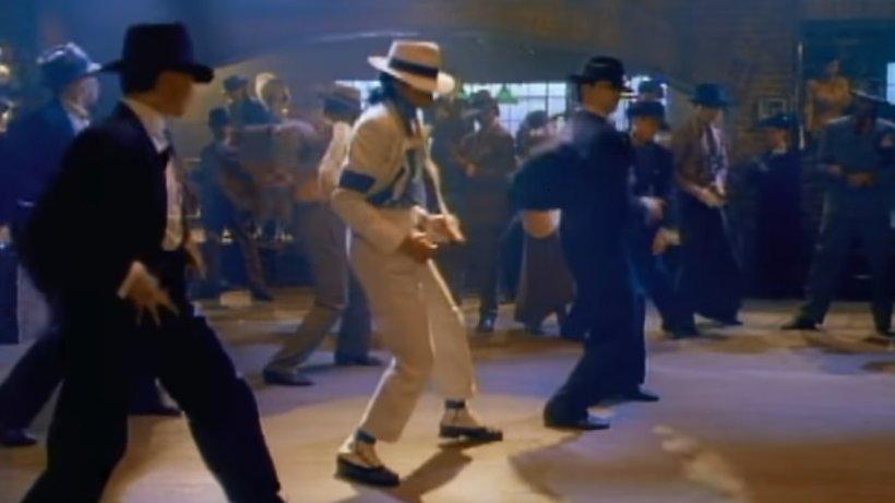 """Neurochirurgii au explicat mişcările de dans imposibile ale lui Michael Jackson. """"Sfidează gravitaţia şi pare că..."""""""