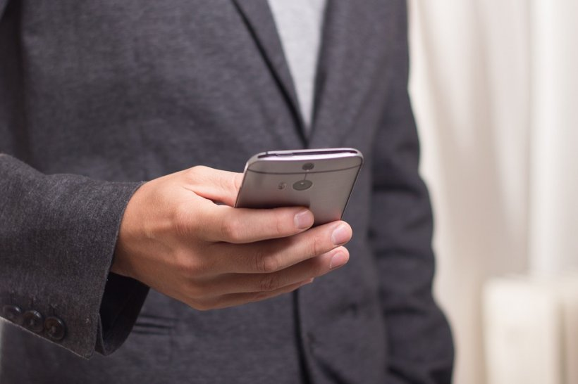 Un român a fost condamnat la închisoare, după ce a trimis sms-uri. Cum a fost posibil așa ceva