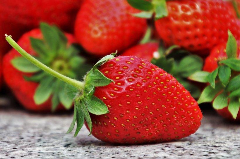 Căpșuni sau căpșune, care este varianta corectă?