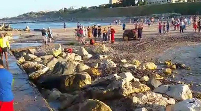 Momente de panică la malul mării. Doi adolescenți, la un pas de înec