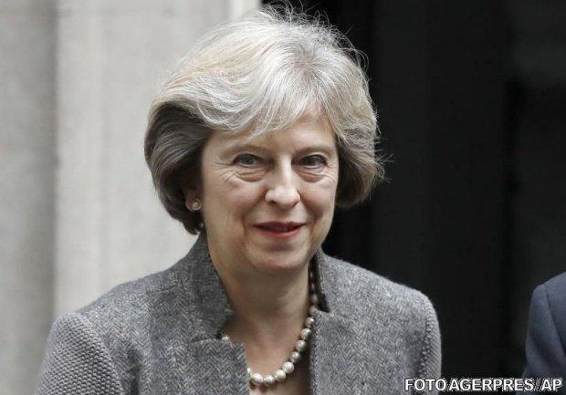 Theresa May îi cere lui Donald Trump să evite Londra în timpul vizitei lui în Marea Britanie