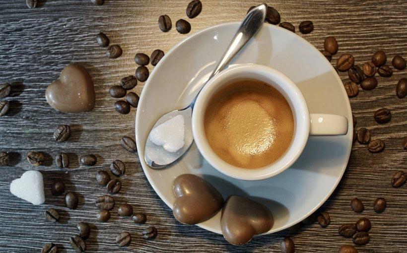 Câte linguri de cafea se pun la o ceașcă? Dacă ai pus mai mult de atât ai făcut o mare greșeală!