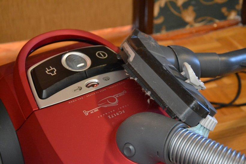Un ieșean s-a dus cu garanția să-și repare aspiratorul. Răspunsul halucinant primit de la magazin
