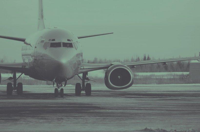 Incident șocant: Un pasager britanic a murit după ce a căzut dintr-un avion, pe un aeroport din Turcia