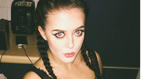 O cântăreață a murit la Londra, după ce a căzut de la etaj. Doi oameni, suspectați de crimă
