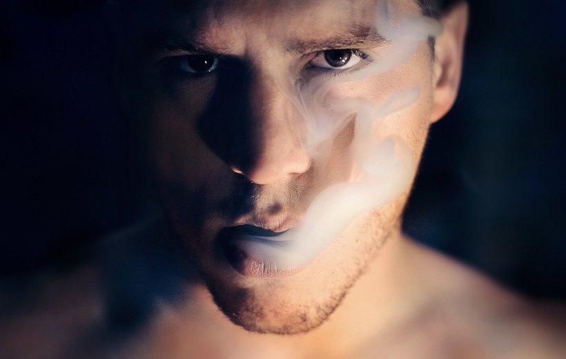 Veste proastă pentru fumătorii de ţigări electronice. Li s-ar putea pregăti și lor o lege dură
