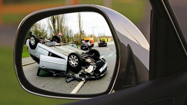 Accident grav în Mehedinți! Un bărbat a muritstrivit de o maşină care s-a răsturnat peste el