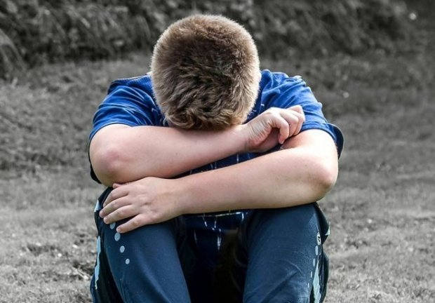 Caz incredibil la Vaslui. Un băiat de 11 ani este cercetat de poliţişti după ce a fost acuzat că a violat un copil cu trei ani mai mic