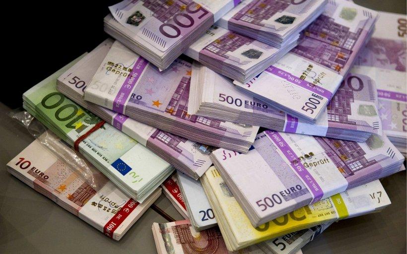 CURS VALUTAR. Euro, la cel mai mare nivel din ultimele trei săptămâni