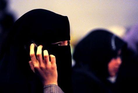 Încă o țară europeană interzice purtarea vălului islamic