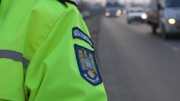 Trafic blocat pe Autostrada Bucureşti-Piteşti, după ce un autoturism şi un camion s-au ciocnit