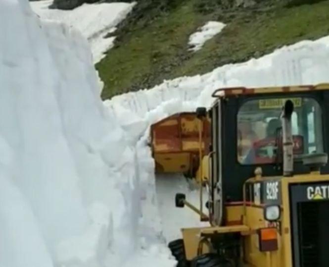 Zăpadă de şase metri pe Transfăgărăşan - VIDEO