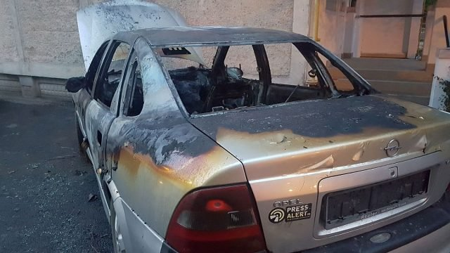 Mașina jurnalistului Dragoș Boța, incendiată în stil mafiot