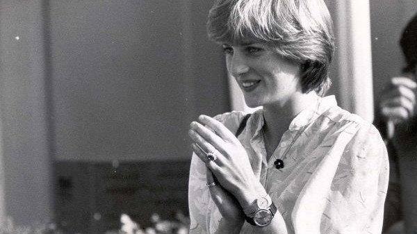 Motivul ascuns pentru care Prințesa Diana purta un plic din satin la toate evenimentele