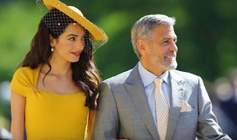 Ținuta purtată de Amal Clooney la nunta regală a costat peste jumătate de milion de dolari