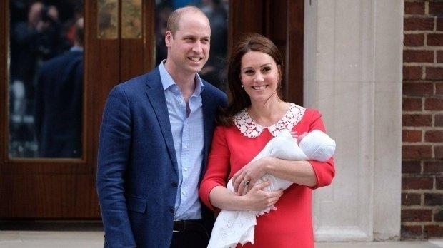 FOTO! Kate si copiii s-au distrat ca o familie normala la meciul de polo al tatalui lor. George și Charlotte au stat in cap si au alergat desculti!