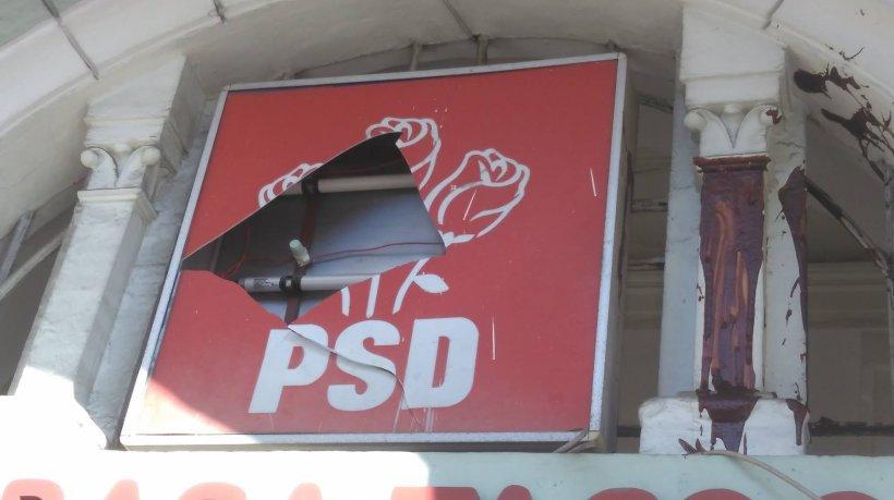Sediu PSD, vandalizat cu borcane de gem maro