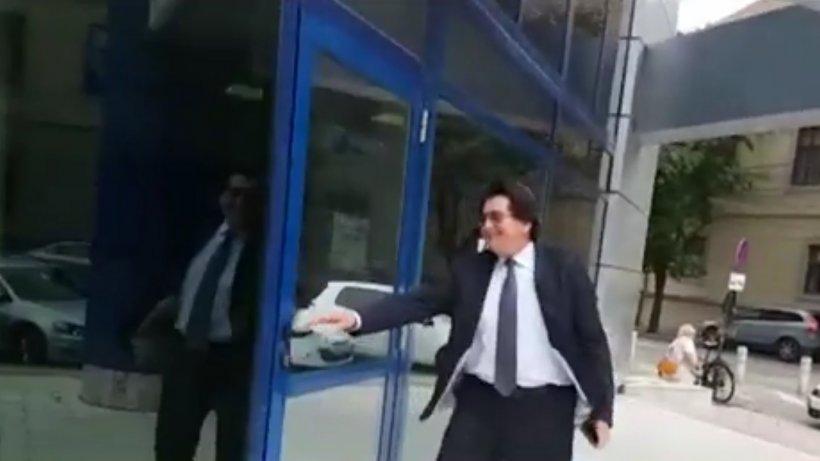 Politikix. Primarul Timişoarei s-a încurcat în uşi. Audierea de la DNA i-a dat bătăi de cap
