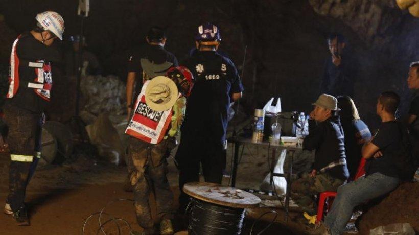 Intervenție de urgență! Jucătorii unei echipe de fotbal, blocaţi într-o peşteră inundată