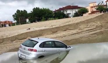 Inundații dezastruoase în Grecia. Zeci de case au fost luate de ape