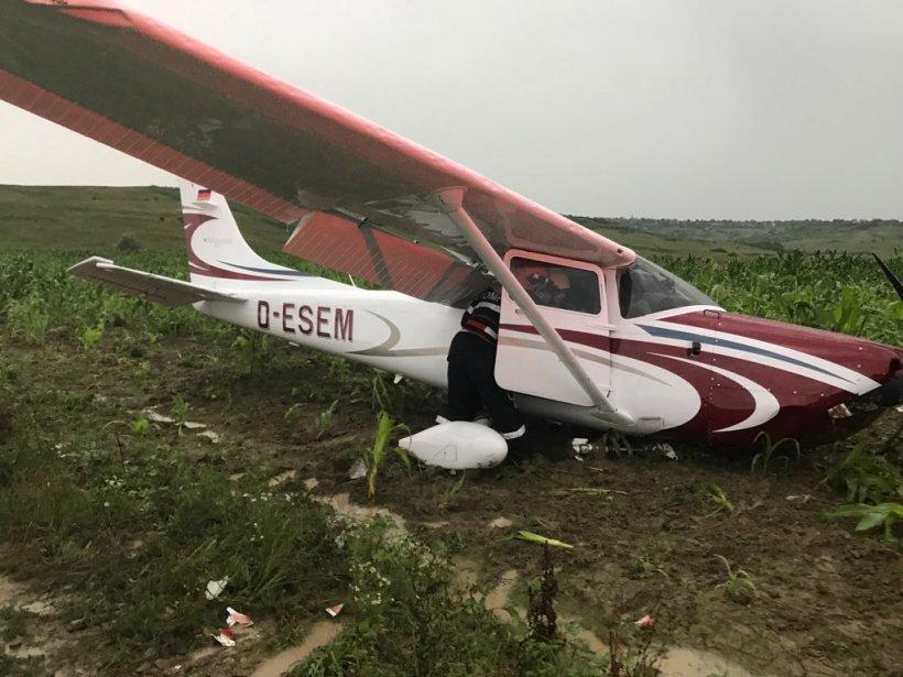 Un avion de mici dimensiuni a aterizat forțat în județul Iași