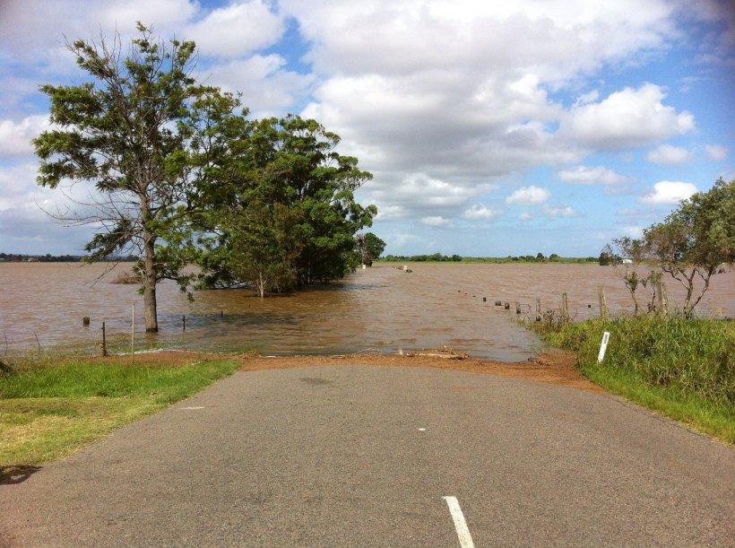 Prăpăd în țară după ploile torențiale. Codul portocaliu de inundații a fost prelungit