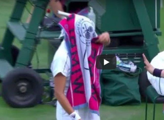 Gabriela Ruse a oferit faza zilei, la Wimbledon: cu prosopul în cap, se ciocneşte de un copil de mingi - VIDEO