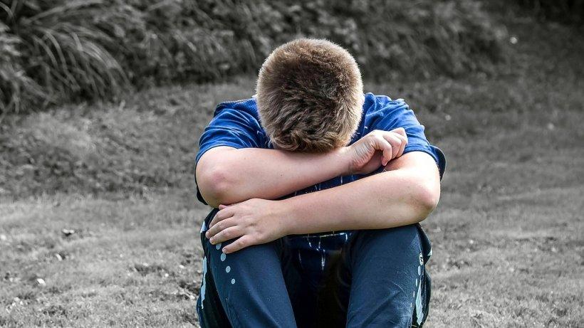 Caz șocant în Vaslui. Un adolescent de 15 ani, răpit din mașina tatălui de doi indivizi necunoscuți