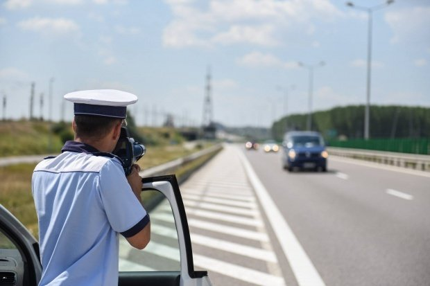 Atenție în trafic! Sute de șoferi au rămas fără permis într-o singură zi