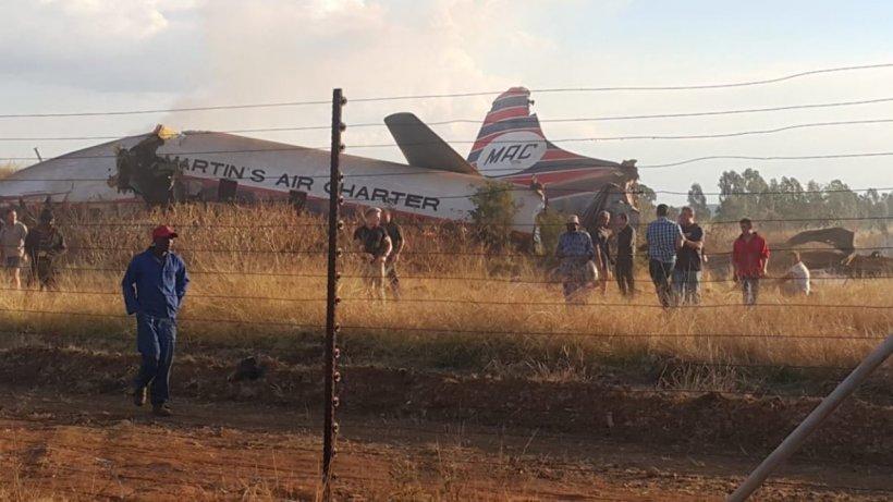 Accident aviatic! Zeci de persoane au fost rănite, după ce o aeronavă s-a prăbuşit- FOTO