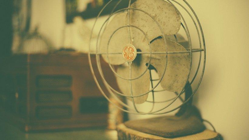 De ce nu este sănătos să dormi cu ventilatorul pornit