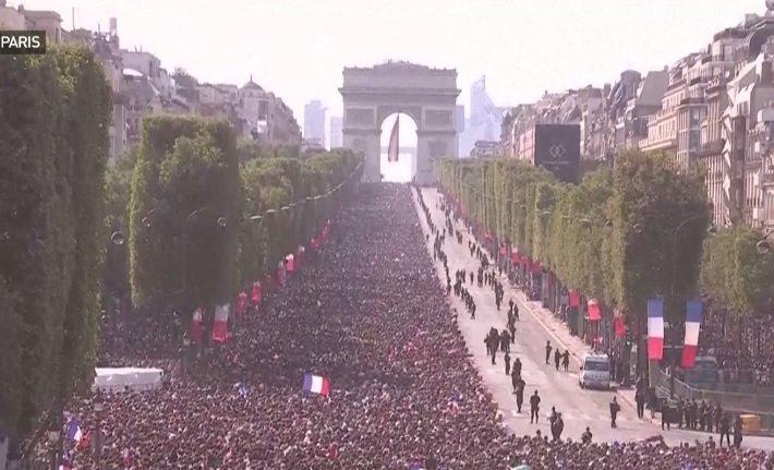 Imagini fabuloase din Franța. Cum au fost primiți la Paris fotbaliștii naționalei franceze  - VIDEO