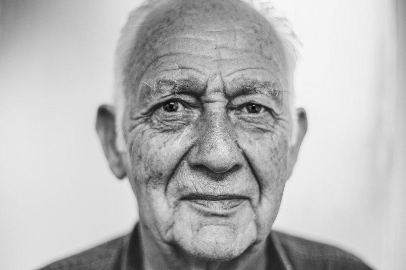 Anunț la matrimoniale dat de un bătrân de 85 de ani din Vaslui. Averea pe care o va primi viitoarea parteneră