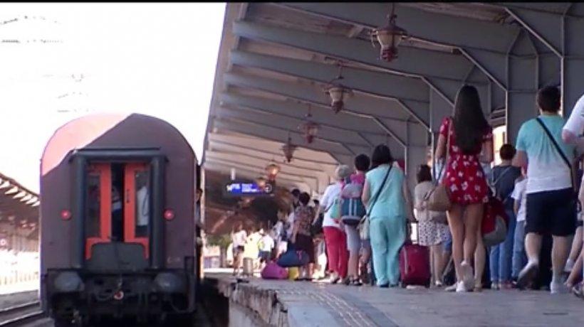 Călătoria cu trenurile CFR, un coşmar. Diferenţa dintre trenurile de stat şi cele private - VIDEO
