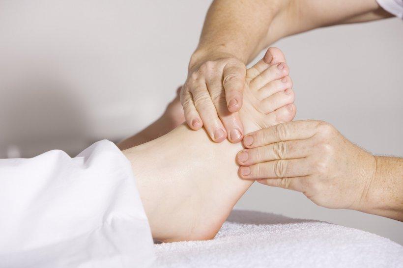 """Medic ortoped: """"Acest tip de încălțăminte deformează gleznele și reprezintă un coșmar pentru picioare"""""""
