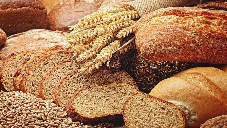 Pâinea s-ar putea scumpi. Preţul grâului creşte puternic pe fondul secetei din Europa