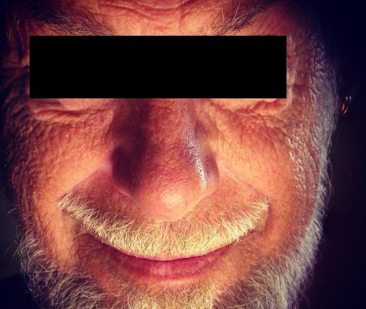"""Pensionar """"exmatriculat"""" din azilul de bătrâni după ce a fost prins cu o prostituată sub pat"""
