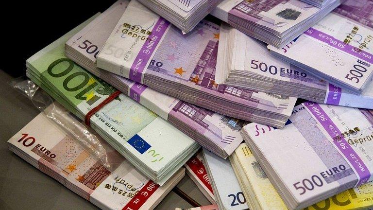 CURS VALUTAR. Euro urcă spre pragul de 4,66 lei
