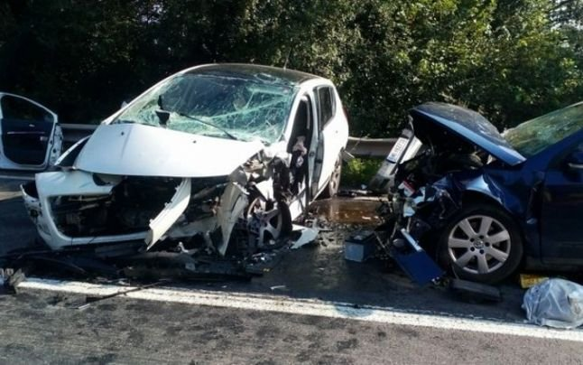 Accident cu șapte victime în Hunedoara. Circulația rutieră a fost oprită