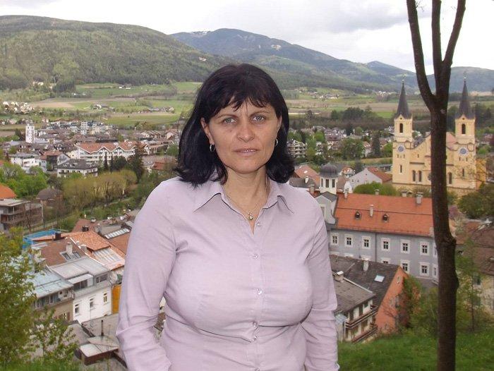 O româncă a fost strangulată și incendiată în Italia